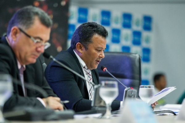 ICriação de programa para transferência de renda às famílias de baixa renda é proposta por vereador Elias Ferreira