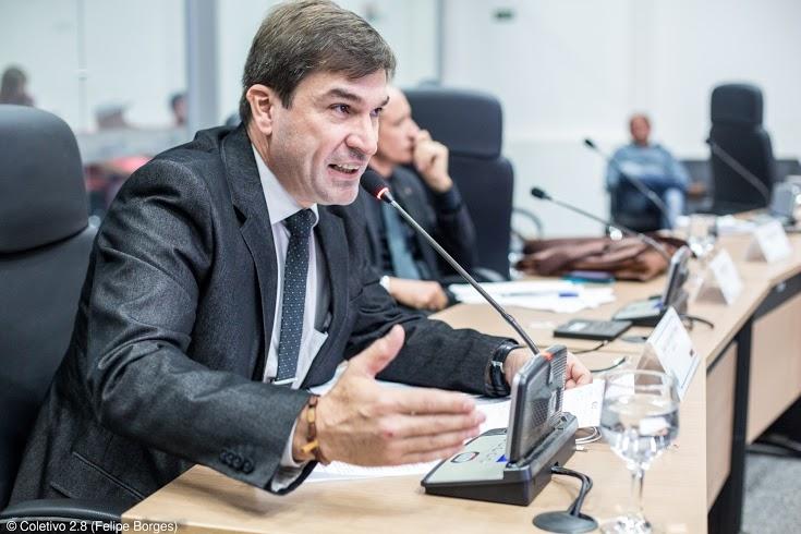 IParlamentar sugere criação de biblioteca itinerante