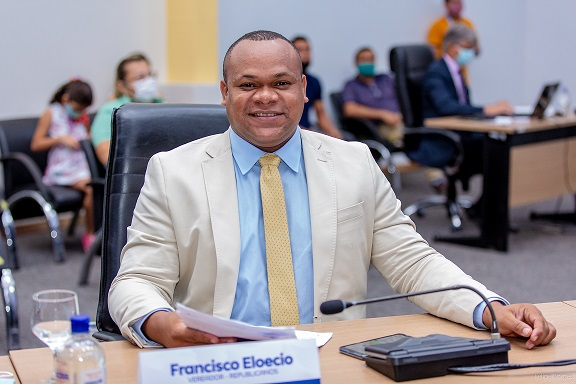 IVereador Francisco Eloecio solicita investimento para o esporte no município